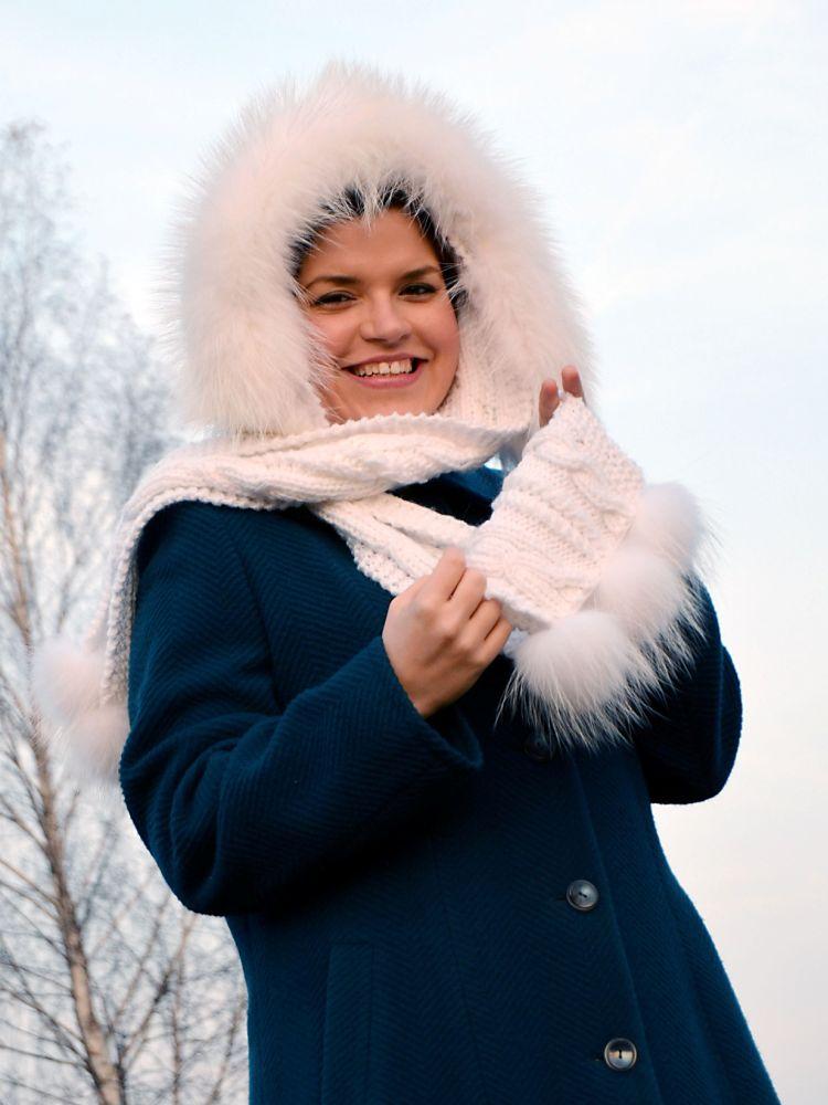 Šála s kapucí zdobená kožešinou - mývalovec albín - Kožešnictví ... 1119e3bd65