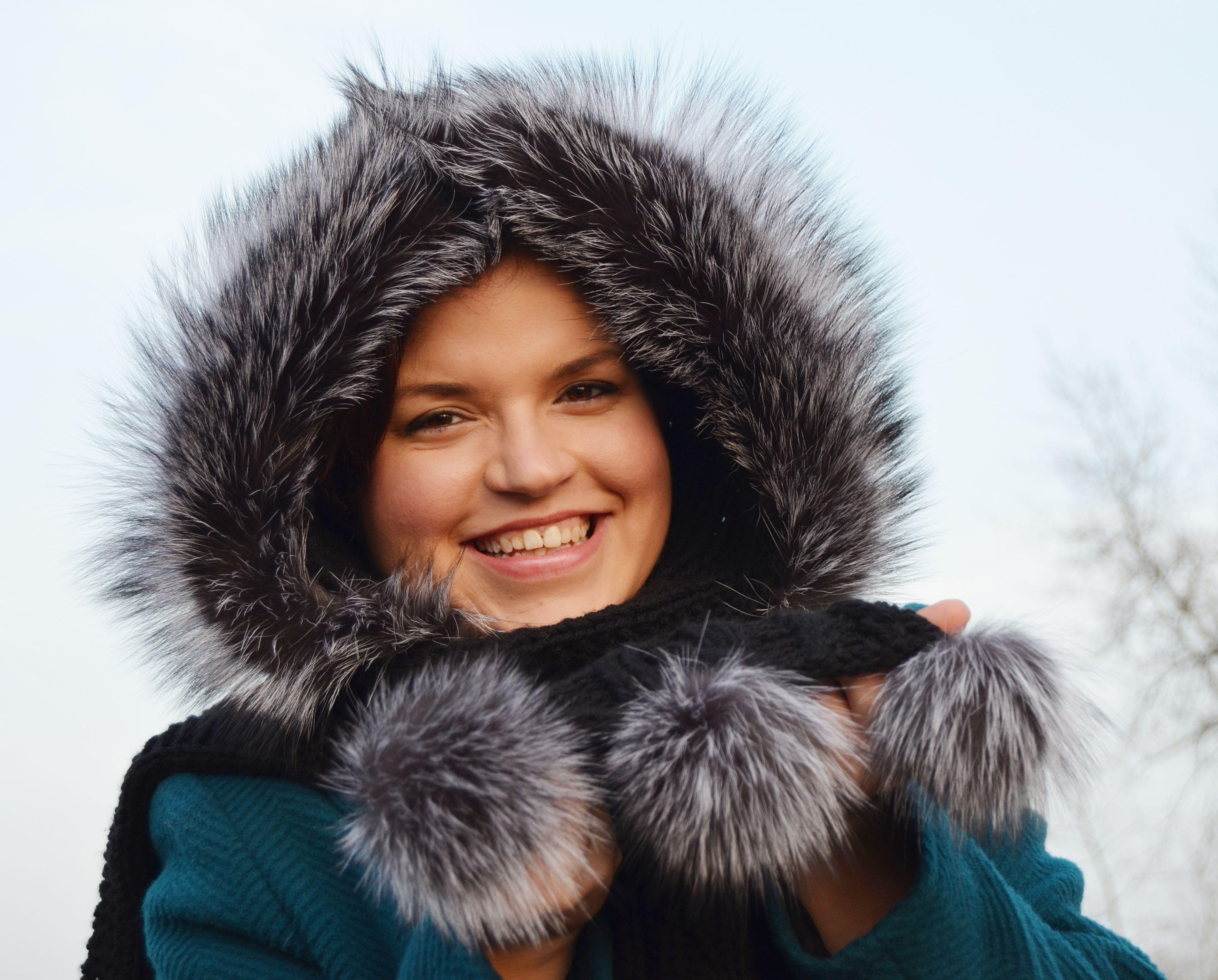 Šála s kapucí zdobená kožešinou - stříbrná liška - Kožešnictví ... 4a86fd631f