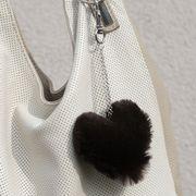 Náhled výrobku: Kožešinový přívěsek srdce - králík hnědý