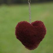 Náhled výrobku: Kožešinový přívěsek srdce - králík vínový