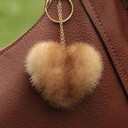 Náhled výrobku: Kožešinový přívěsek srdce - norek zlatý