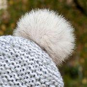 Náhled výrobku: Kožešinová bambule na čepici z polární lišky