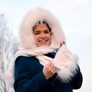 Náhled výrobku: Šála s kapucí zdobená kožešinou - mývalovec albín