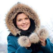 Náhled výrobku: Šála s kapucí zdobená kožešinou - mývalovec