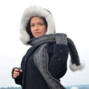 Náhled výrobku: Šála s kapucí zdobená kožešinou - polární liška