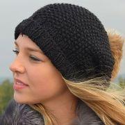 Náhled výrobku: Pletená čepice s převisem vzor hrášek
