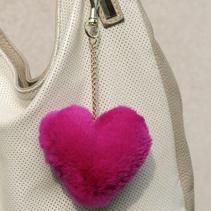 Náhled výrobku: Kožešinový přívěsek srdce - králík růžový